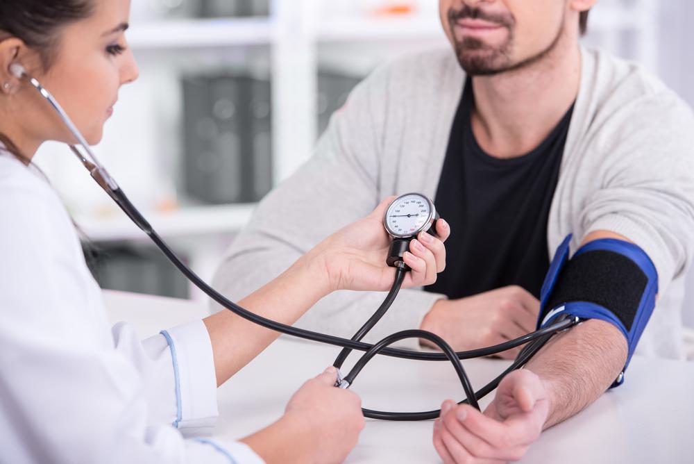 magas vérnyomás kezelési rendje idős embernél milyen vizsgálatokat írnak elő magas vérnyomás esetén