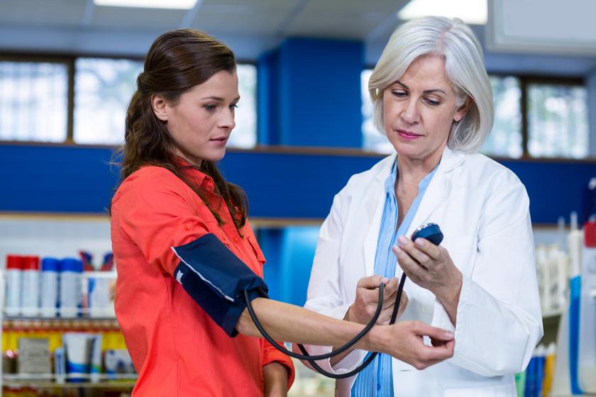 mit kell tenni hipertóniás szédülés esetén 2 fokos magas vérnyomás esetén mekkora a nyomás