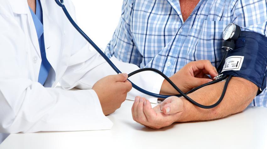 a magas vérnyomás azzal jár