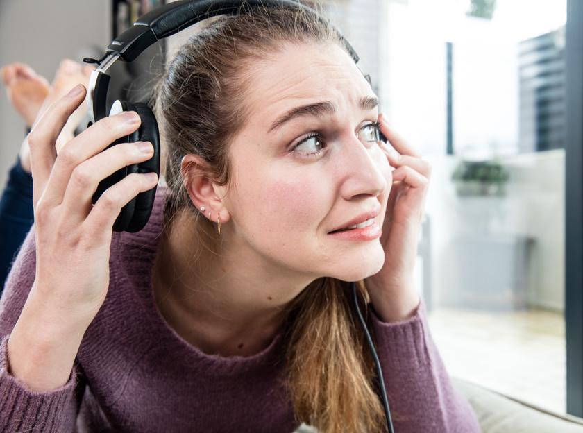 Bajt jelezhet a fülcsengés